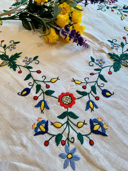 Embroidery, Tablecloth, colors - Naive Art - Linen - First half 20th century
