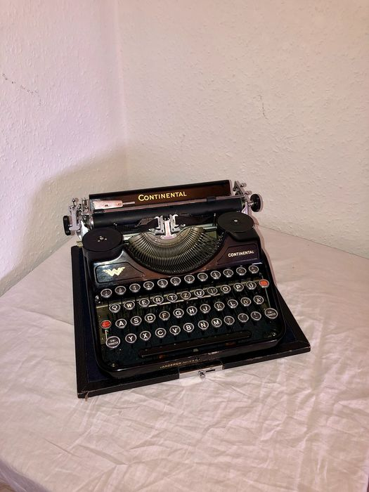 Antique typewriter from Continental with original cases