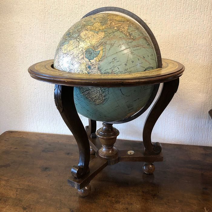 Dr. R. Neuse - R.E. Kaltofen - Columbus  - Globe table - Wood- Walnut