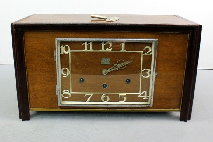 Mantel clock - various types of wood - First half 20th century