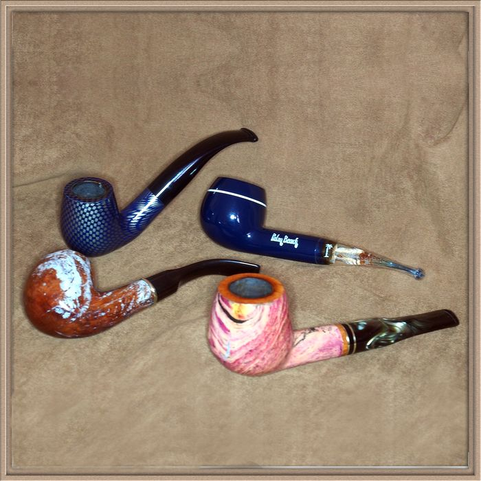 "Set of 4 ""Fancy"" tobacco pipes in very good condition"