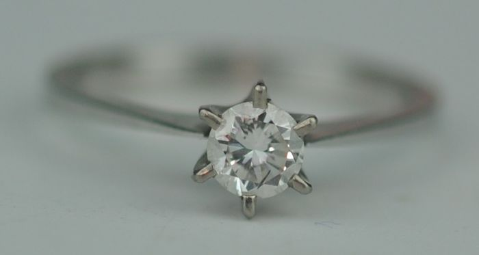 Diamond Solitaire (0.50ct) - 18 kt. White gold - Ring