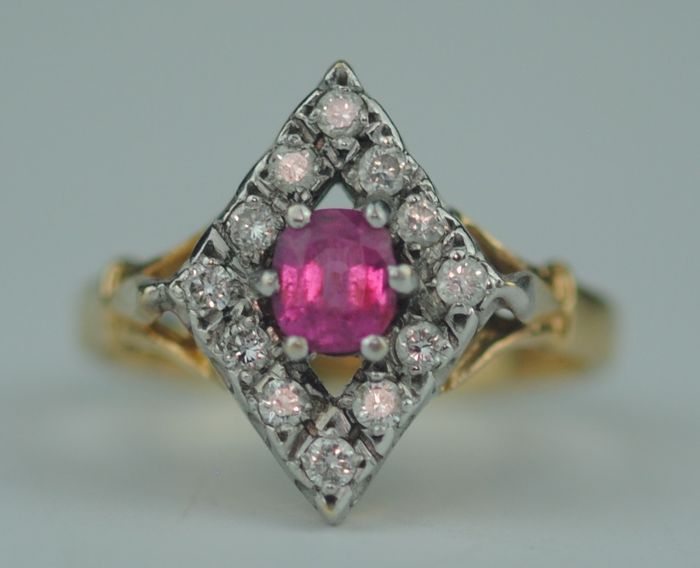 Diamond Marquise Halo (0.36ct) & Ruby - 18 carats Or jaune - Bague
