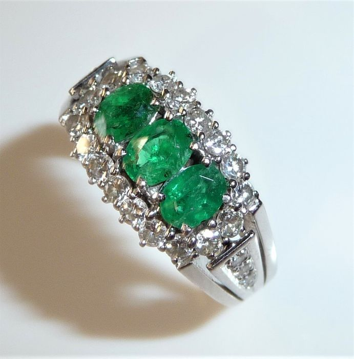 14 quilates Oro blanco - Anillo 1.3 ct. Esmeralda + 0.90 ct. Diamantes / corte brillante