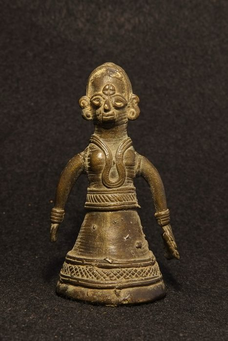 Bronze Figure of a goddess or woman with braided hair - Bronze - India - Early 20th century