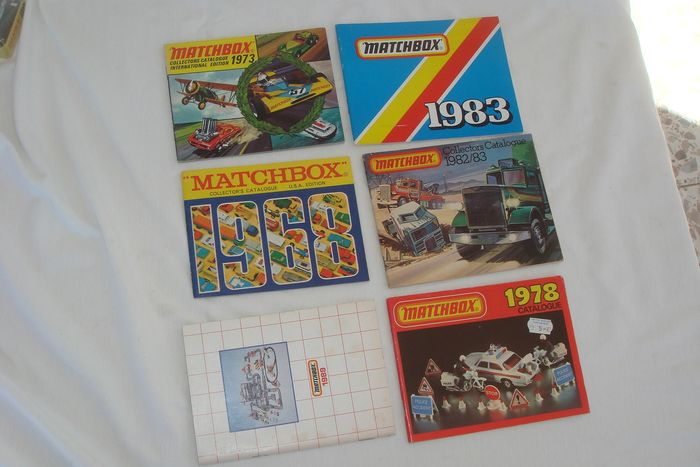 Matchbox - 1:4 - 5 x Matchbox Collector's Catalogue U.S.A. Edition 1968 / International Edition 1973 - Catalog 1978 + 1982 / '83 + 1983 + 1989 - With All 1968 / '89 Matchbox Models & Information