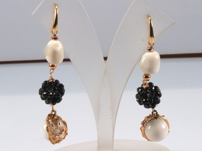 18 kt. Yellow gold - Earrings White agate - Onyx