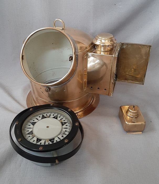 Nice compass with compass house - Brass, Glass - Second half 20th century
