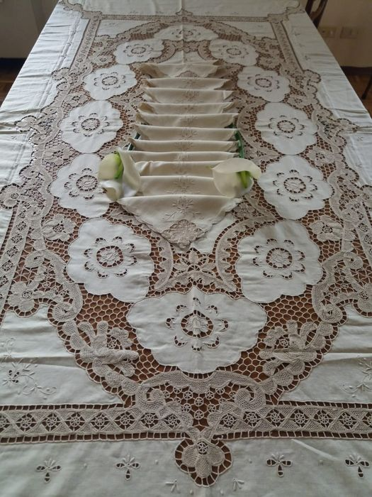 Antique tablecloth with Burano embroidery (Venice) (13) - Linen - 1930
