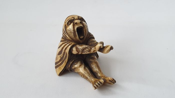 "Netsuke - Ivoire - "" Old screaming figure "" - Japon - Californie. 1880 (période Meiji)"