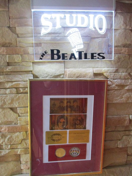 Beatles - Multiple titles - Set of illuminated ornament and frame with gadgets - The Beatles - 1998/2016