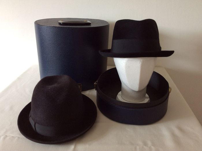 Borsalino en Penn Craft. - Hat box with two beautiful hats. - Leather and textile.