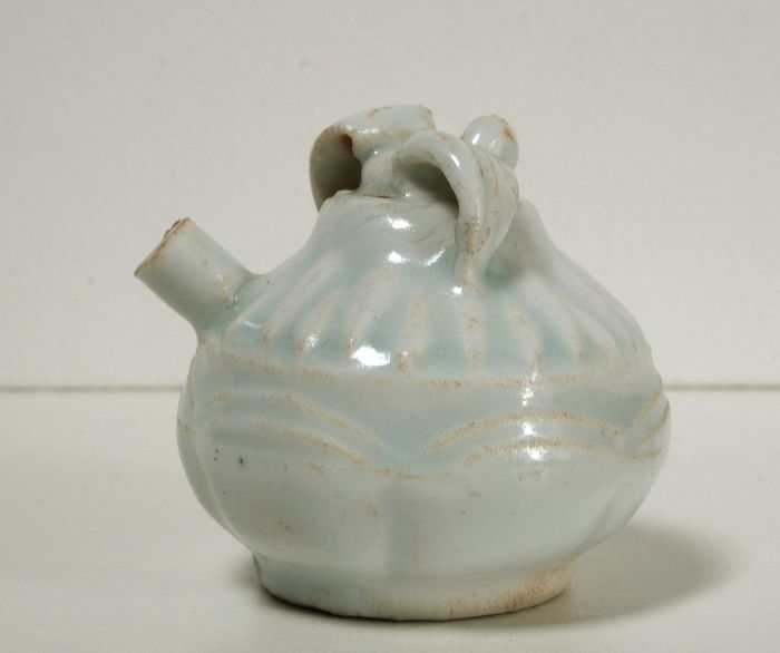 Water dropper - Qingbai - Porcelain - China - 20th C