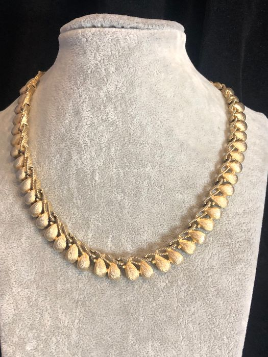 Gold-plated - Crown Trifari necklace