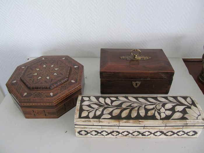 3 old wooden carved boxes - Wood and others