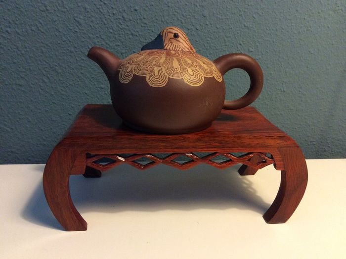 Théière (2) - Argile de Yixing - Duck Teapot with wood stand in style of artist - Chine - Fin du XXe siècle