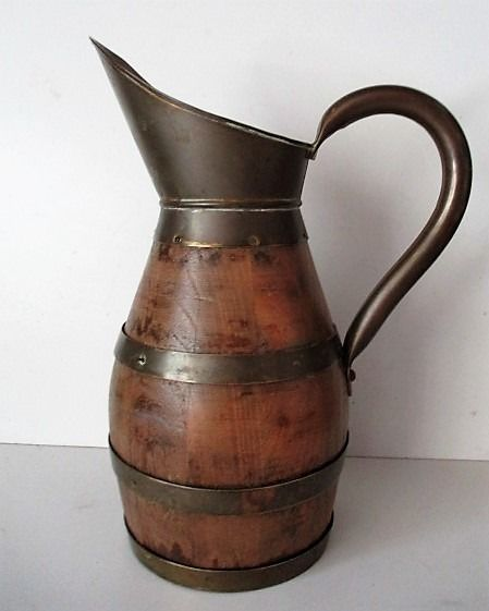 Large copper-tipped jug - Oak wood, yellow copper