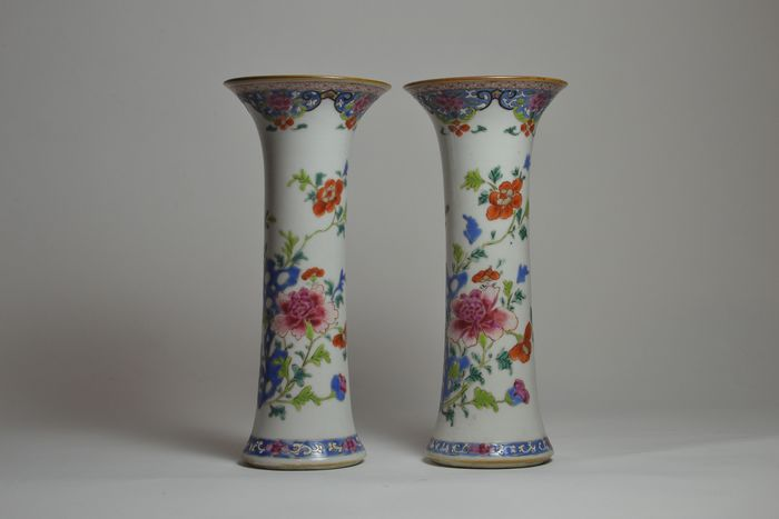 A pair of famille rose trumpet vases with peony and rock - Porcelain - China - Yongzheng (1723-1735)