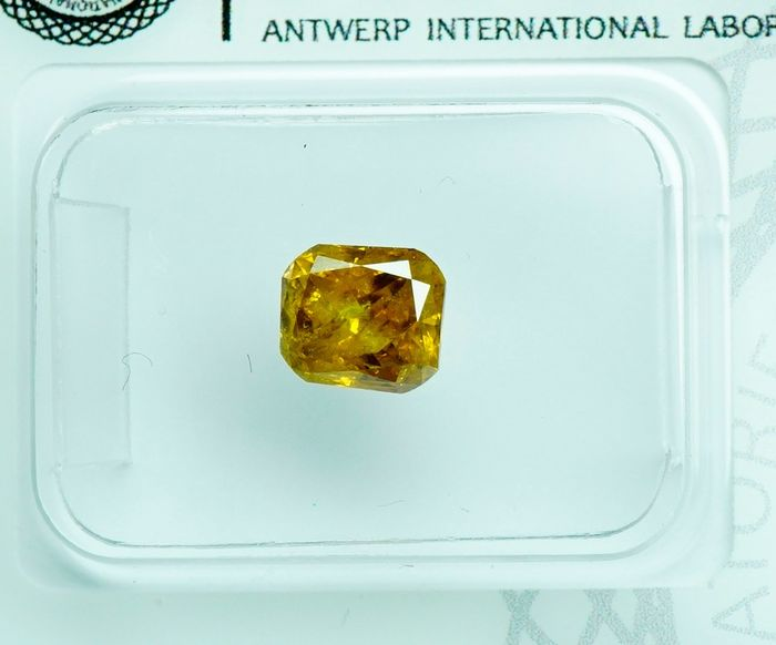 1 pcs Diamond - 0.91 ct - RADIANT  - fancy intens orange yellow - I2- No Reserve