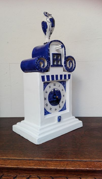 Tosca van Oorschot - Clock, inspired by the Amsterdam Canalhouse