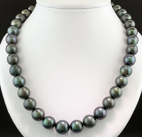 - Necklace with 37 round Tahiti cultured pearls 10.4-13.5 mm anthracite grey blue-green overtones - No minimum price!