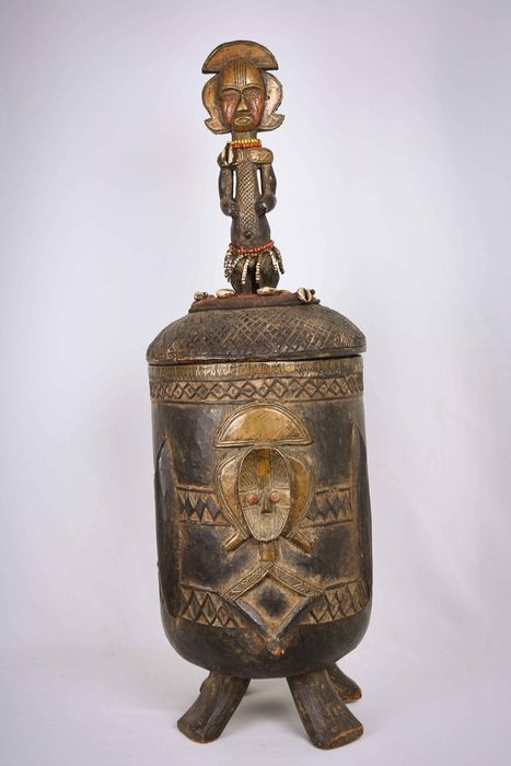Storage container - Wood, Copper, Beads - Bakota - Gabon