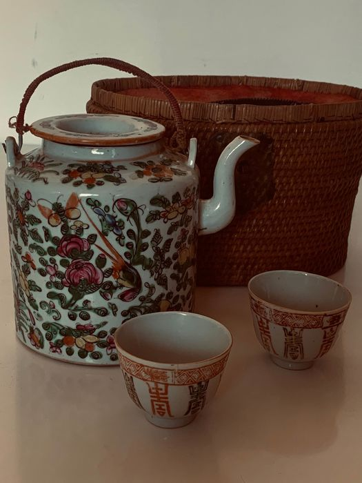 Basket, Tea cups, Teapot (4) - porcelain, wicker - China - Early 20th century