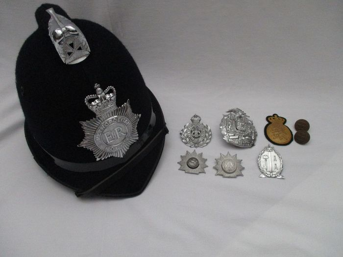United Kingdom and various other countries - Bobby helmet and set of separate police helmet pet emblems - Metropolitan Police