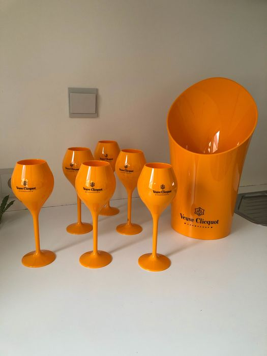 Veuve Clicquot set of 1 ice-bucket and 6 glasses, all in acrylic orange