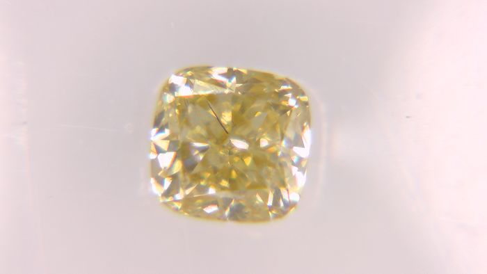 1 pcs Diamond - 0.31 ct - Cushion, No Reserve Price! - fancy vivid orange - SI1