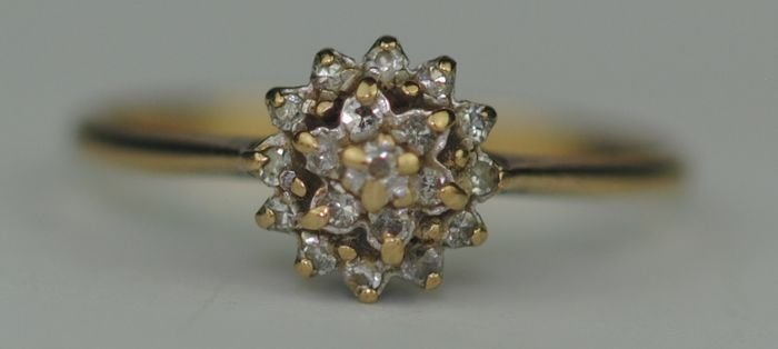 Diamond Cluster - 9K Geel goud - Ring