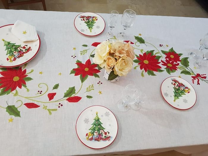 Spectacular Christmas tablecloth in pure linen with full stitch embroidery by hand - Linen - AFTER 2000