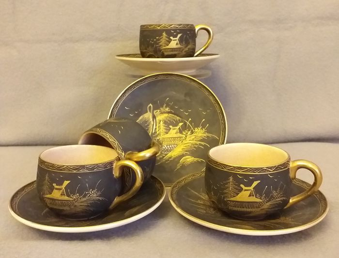 Coffee set (8) - Crackle, Satsuma - Gold, Porcelain - Decorated with landscape and cranes in gold over a black ground - Marked 'Satsuma' 薩摩 - Japan - Taishō period (1912-1926)