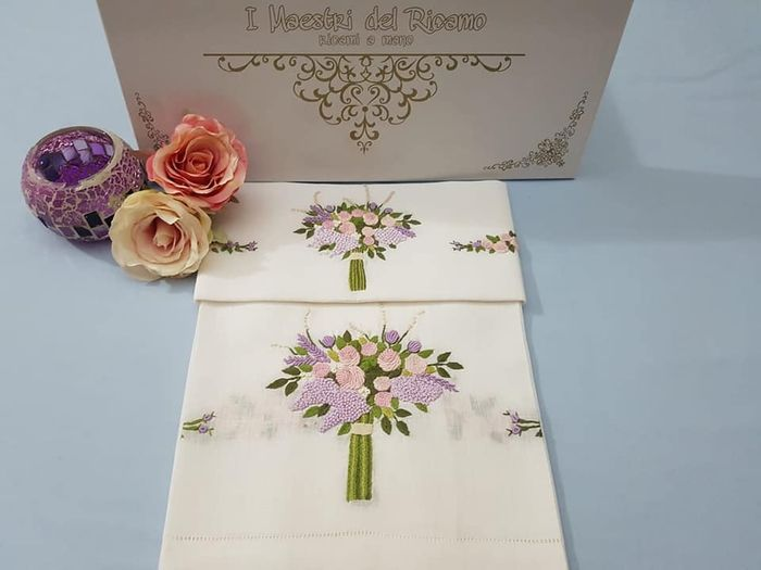 Spectacular 1 + 1 hand towels in 100% pure linen with Bouquet embroidery in full stitch by hand - Linen - AFTER 2000