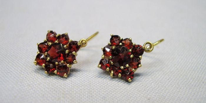 Bohemia/Austria circa 1900 - 250 yellow gold = Norm gold - earrings - 3.00 ct garnet
