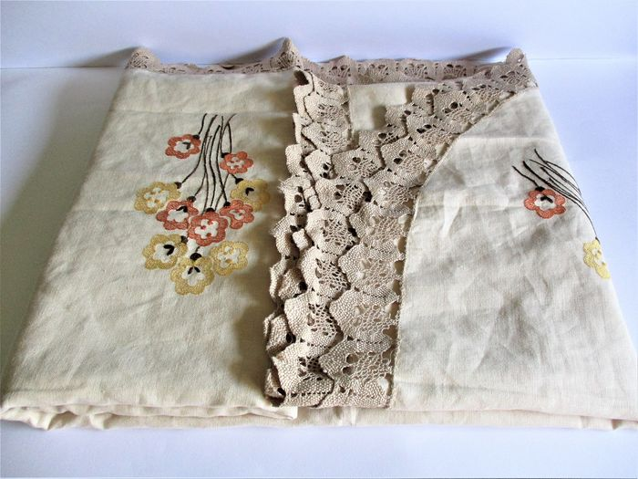 1970 Embroidered 100% Linen Rectangular Tablecloth with linen insert - Linen