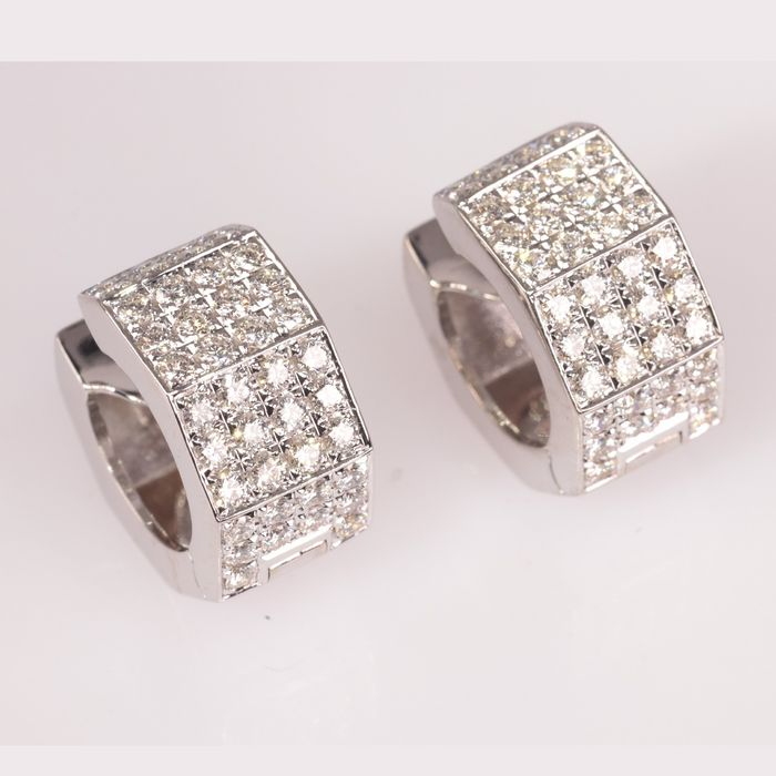 18 kt. White gold - Earrings, Short hanging loops with 76 brilliant cut diamonds - Diamonds TDW 1.50 ct - No Reserve Price
