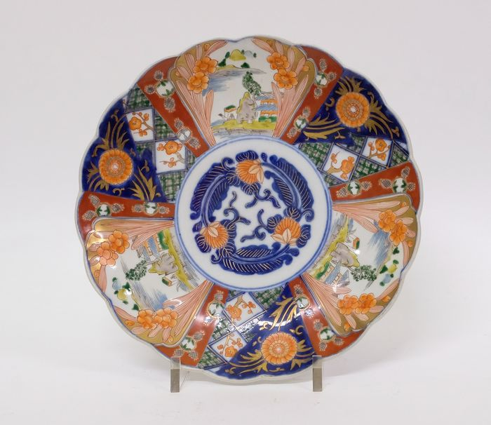 Antique Imari dish with landscapes - Porcelain - Japan - Meiji period (1868-1912)