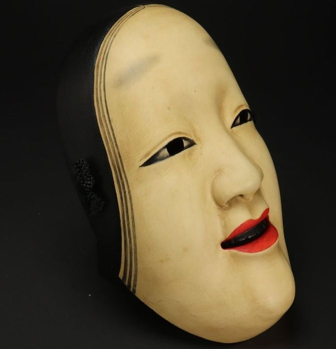 Noh mask - Lacquer, Wood - A very fine noh mask of koomote (young woman) signed 'Mutsutake saku' 隆岳作 and numbered 166 一六六 - Japan - mid 20th century