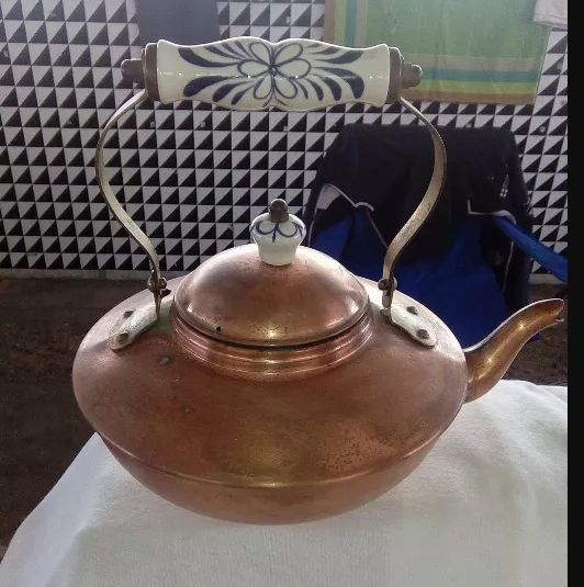 kettle in copper with handles in porcelain  (1) - copper, porcelain