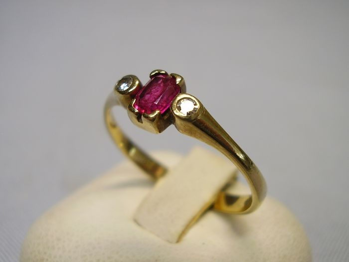 8 kt yellow gold - Ring - 0.40 ct Ruby - Diamonds