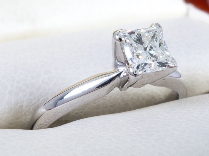 14 kt. Gold - Diamond ring with 0.46ct. solitair center.
