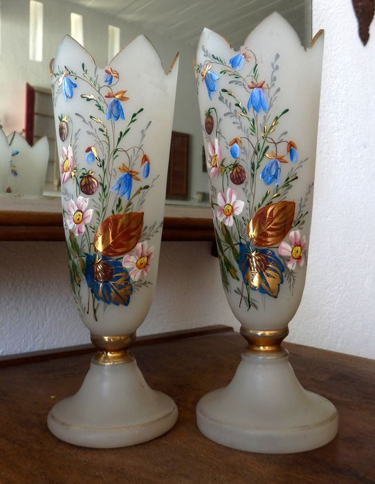Signed - A 1900´s Pair of Altar Frosted Glass Vases w/ hand painted decoration (2) - Glass
