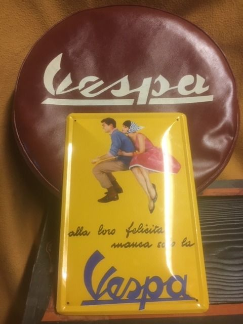 Spare wheel with tire and cover and Vespa plate - Vespa - scooter - 1960-2018