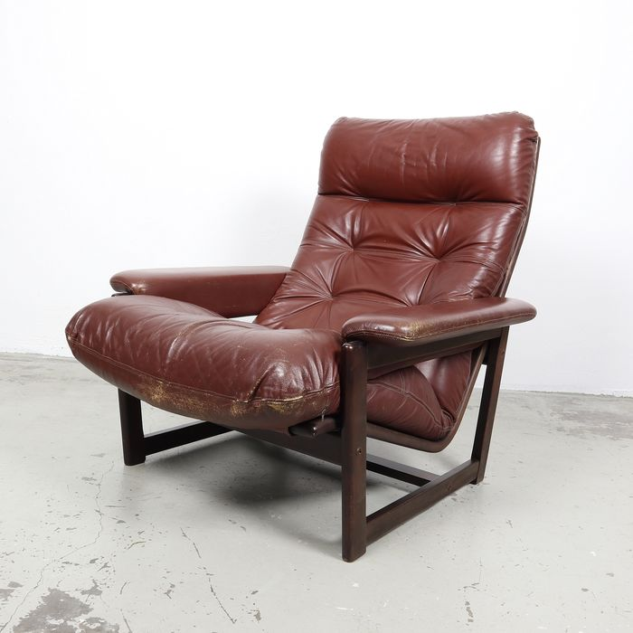 Lounge chair, with leather cushions