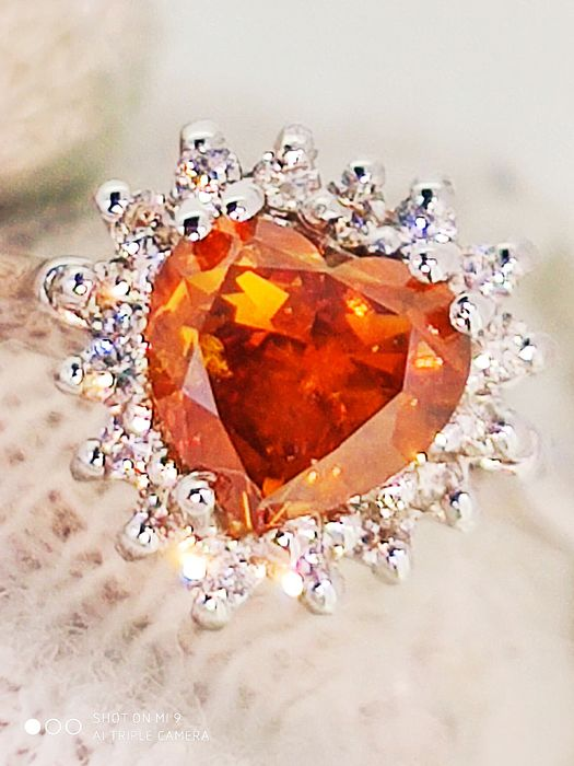 18 kt Weißgold - Ring - 0.90 ct Lust auf Orange Diamond Heart IGI - Diamanten