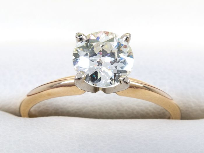 14 kt. Gold - Diamond ring with 0.77ct. solitair VVS2 / J center.