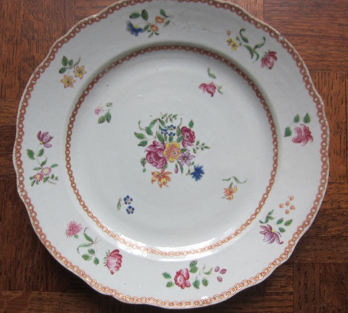 Antique polychrome plate - Porcelain - floral - China - 18th century