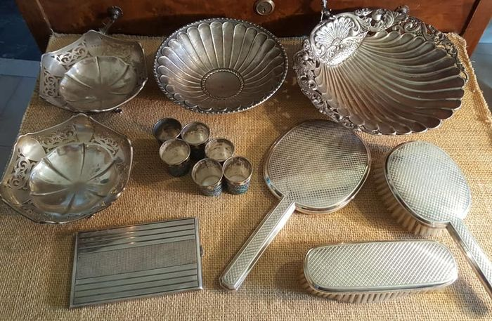 Bowl, Cigarette case, Cup, Toilet set, lot silver items (14) - .800 silver - Italy France Greece England - Early 20th century