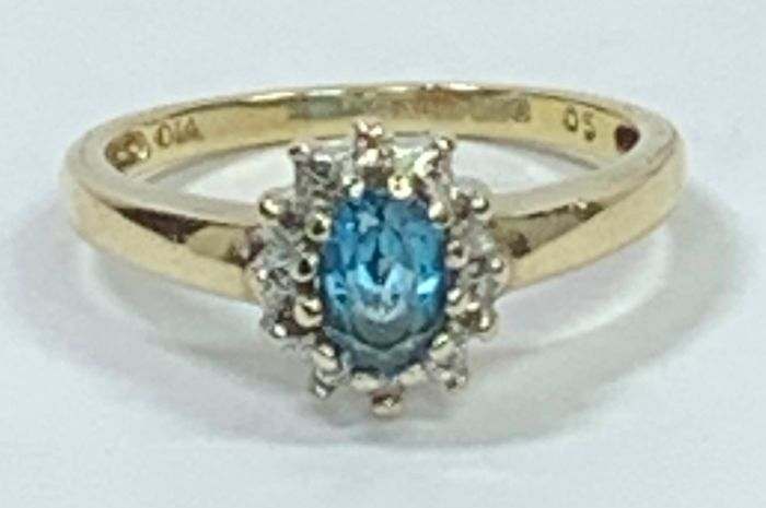 Yellow gold, White gold - Cocktail / Dress Ring Blue Zircon - illusion set diamond chips